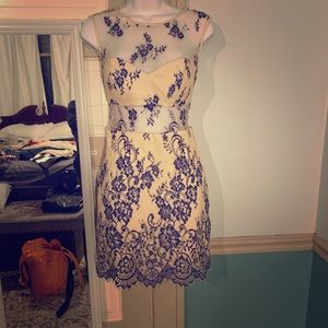 Flower blue/cream Bebe dress with mesh cutouts